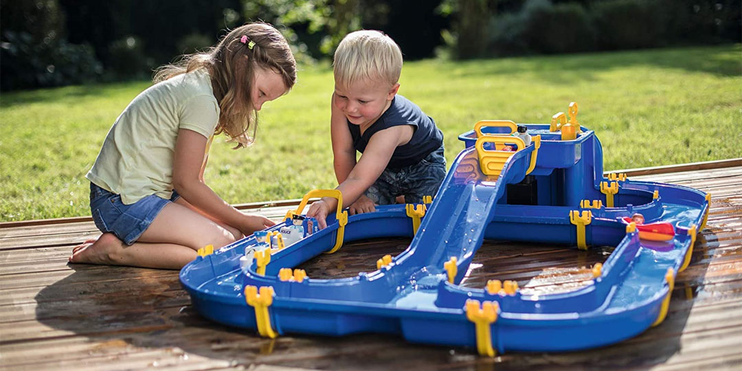 Best Kids Water Tables Banner Image